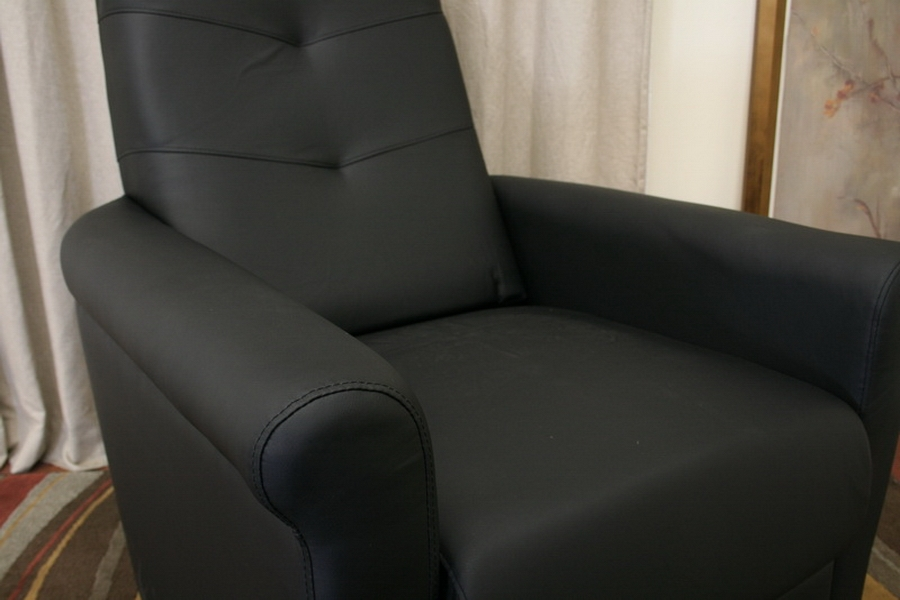 Cobden Black Modern Recliner with Steel Legs - IEPER-012M-Black-Recliner